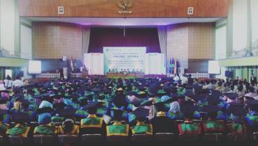 22 Mahasiswa Menyandang Gelar Sarjana Hukum (S.H.) dalam Wisuda UNISNU TA. 2016/2017